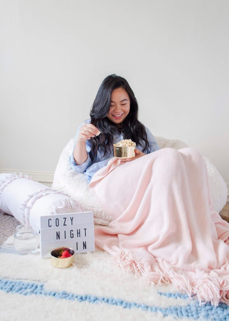 3 Tips for a Cozy DIY Movie Night Popcorn | The Bella Insider